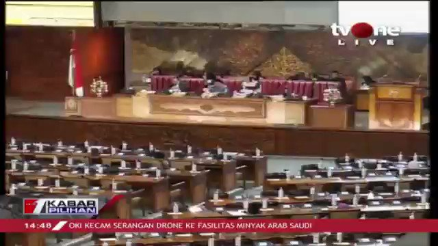 DPR menggelar rapat paripurna dengan agenda pengesahan 5 pimpinan baru KPK. Download tvOne connect untuk update berita harian Anda, android http://bit.ly/2EMxVdm  & ios https://apple.co/2CPK6U3 . #tvOneNews