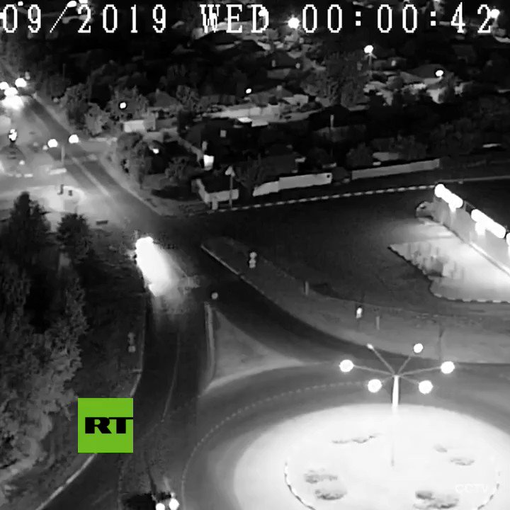Drunk driver leaps over roundabout and flips the vehicle in #Belgorod. Luckily, no injuries. pic.twitter.com/Q251Ccy8Wn