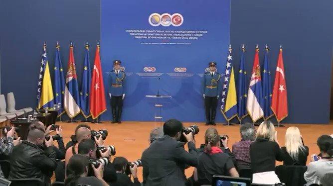 Cumhurbaşkanı @RTErdogan, Türkiye-Sırbistan-Bosna Hersek Üçlü Zirvesi sonrası ortak basın toplantısına katıldı. tccb.gov.tr/haberler/410/1…
