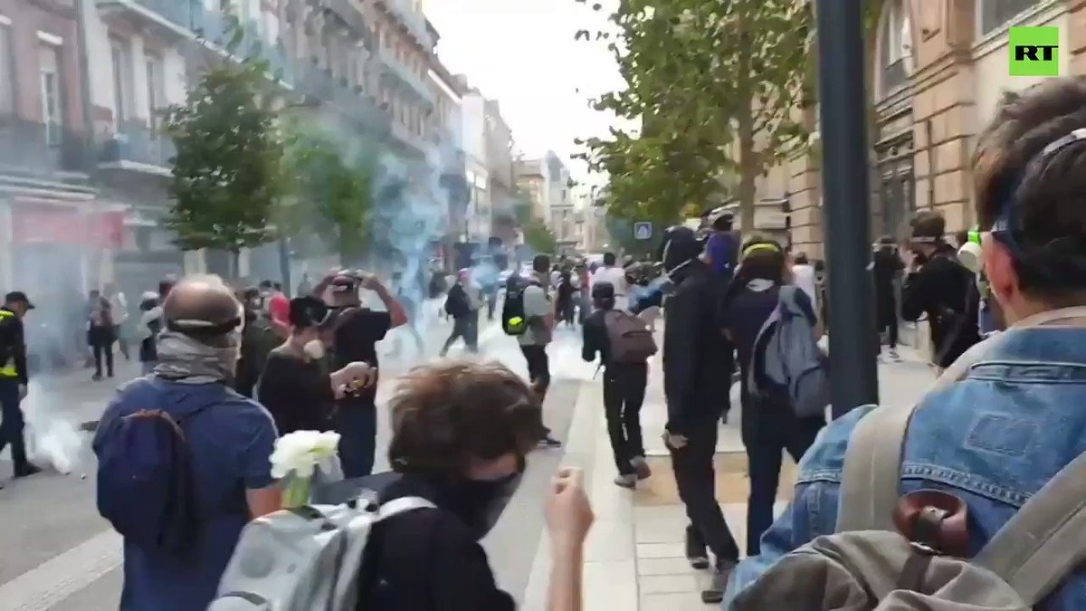 Act 48: Police tear gas Yellow Vest protesters in Toulouse Courtesy: @frederic_RTfr MORE: