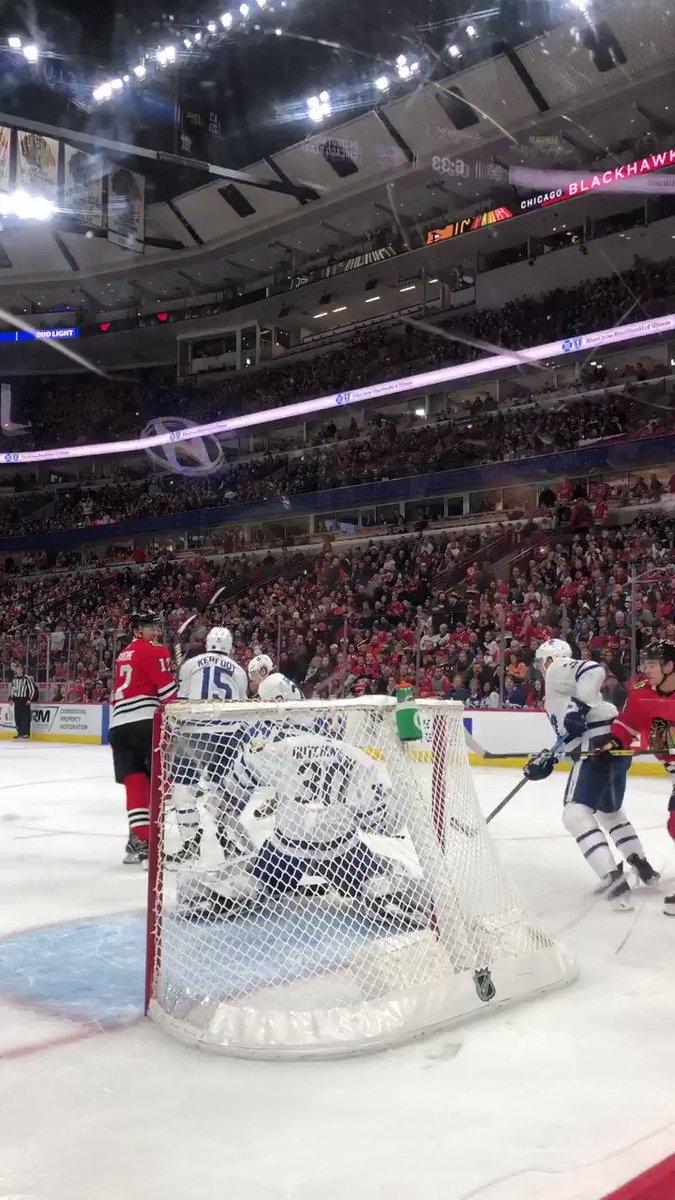 Chicago Blackhawks beat Toronto Maple Leafs 5-4