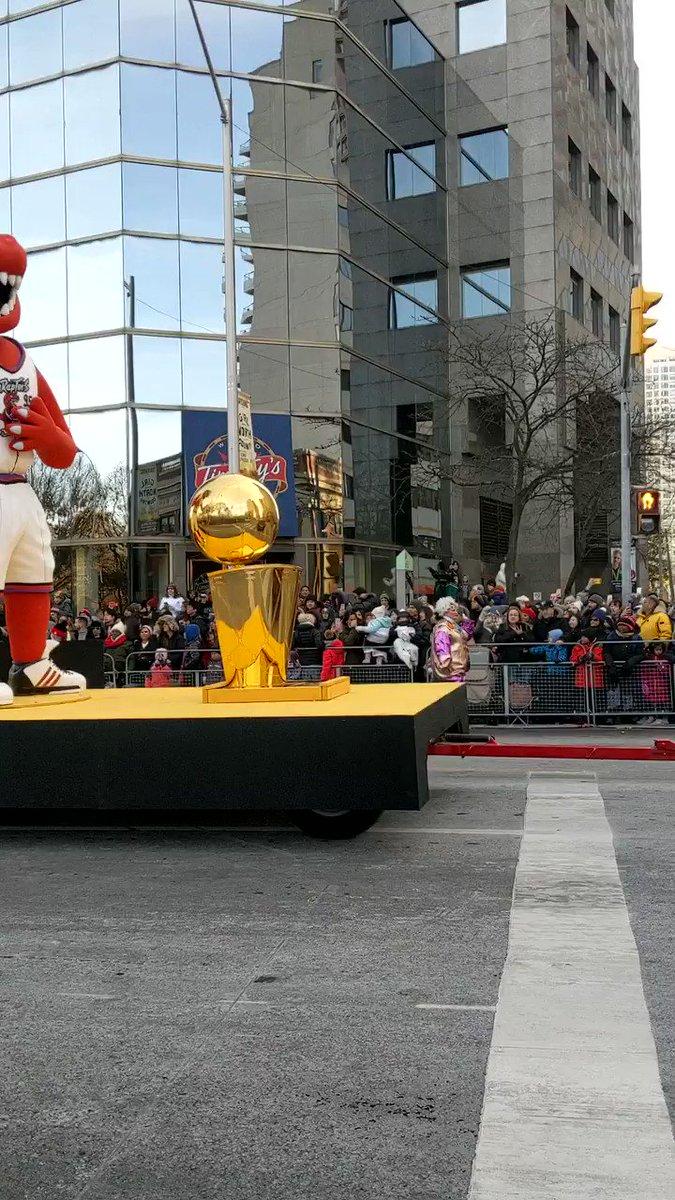 A Toronto Raptors Championship float made an appearance in the Toronto Santa Claus Parade today 🏀 #Toronto #WeTheNorth #SantaClausParade