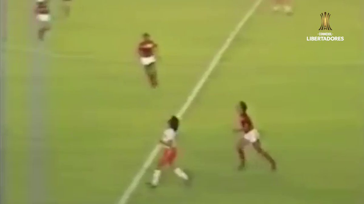 ❤️🖤 #OnThisDay in 1981, in a playoff for @TheLibertadores trophy, Zico's superb double – unbelievably it was his 5th multiple-goal game of the campaign – saw @Flamengo beat Cobreloa. Liverpool would soon discover that Zico was from another planet 🪐