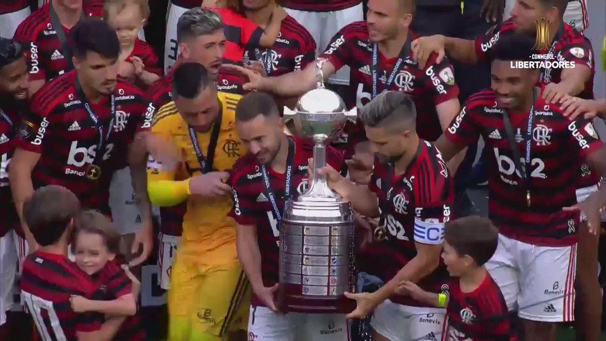 ⏲️ Flamengo 0-1 River (88 minutes) ⏲️ Flamengo 2-1 River (full-time)  ⏪ 1 year ago today @gabigol hit a late brace to win @Flamengo their 1st @Libertadores title in 38 years, send them to the #ClubWC & send 40 million-plus fanatics wild  ❤️🖤