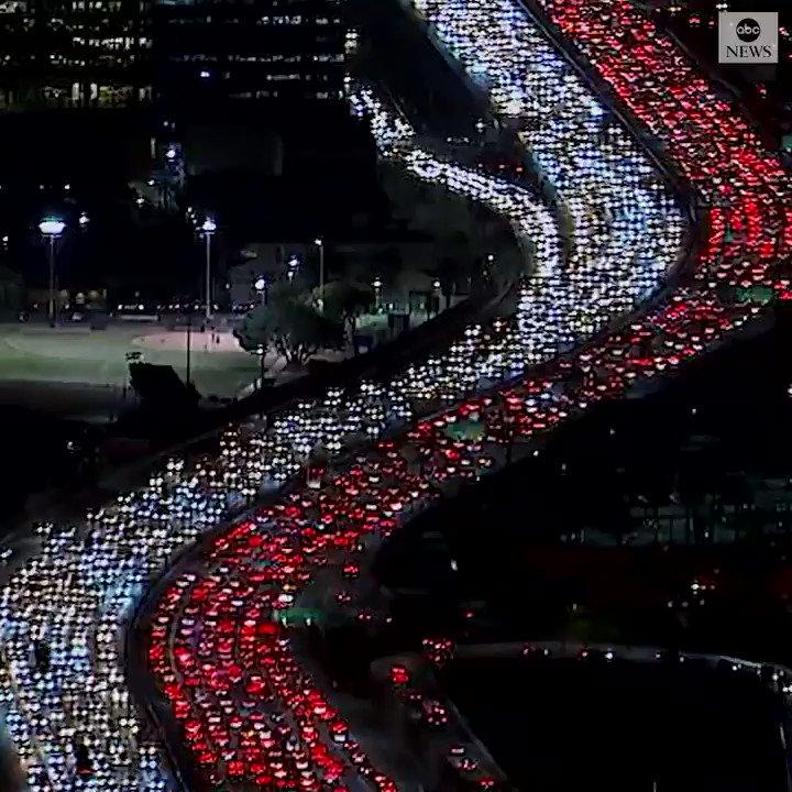 🚗🚕🚙 Welcome to Los Angeles. Let the Holidays begin! 🚐🚓🚚 #MyDayInLA #ILoveLA #SigAlert #Traffic #WednesdayWisdom via @ABC