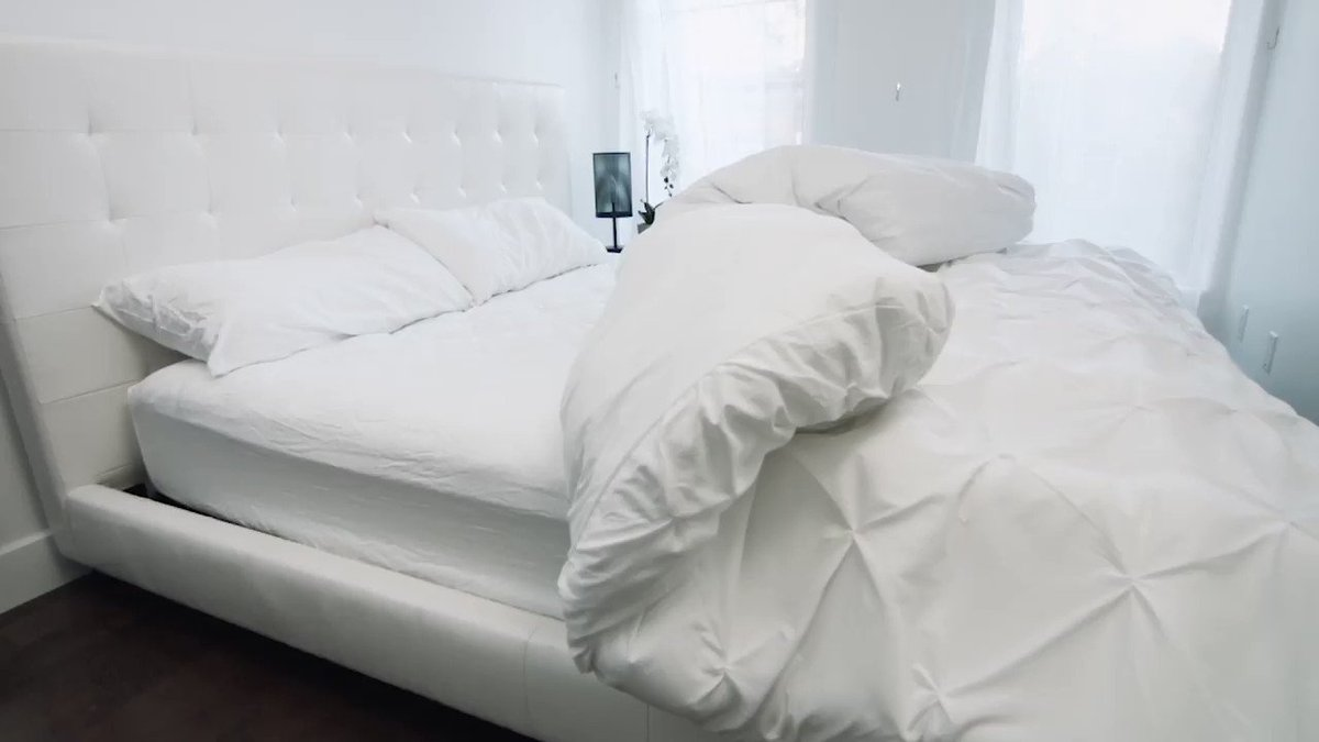 Image for the Tweet beginning: This bed literally makes itself.