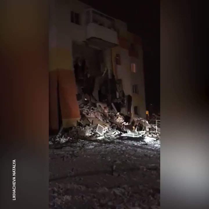 Terrifying moment wall collapses as gas #explosion shakes building in #Belgorod region, #Russiapic.twitter.com/g4T92ujs4s