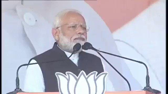 कांग्रेस, झारखंड मुक्ति मोर्चा, आरजेडी और वामपंथियों ने मिलकर देश के करोड़ों गरीबों को धोखा दिया। भाजपा ने आकांक्षी जिलों पर ध्यान दिया और बदलाव के लिए कार्य किए।