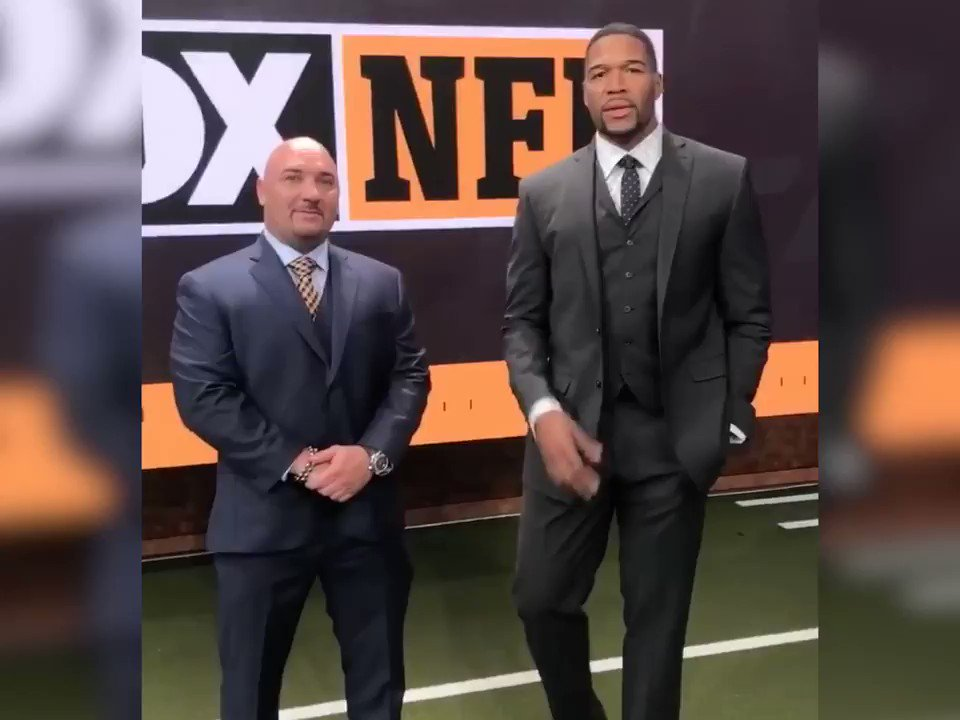 .@michaelstrahan and @JayGlazer test their stylist skills in a friendly competition to find the perfect MSX and COLLECTION by Michael Strahan outfit for a deserving veteran! Check out the video: youtu.be/Gg0MH_pSwpQ