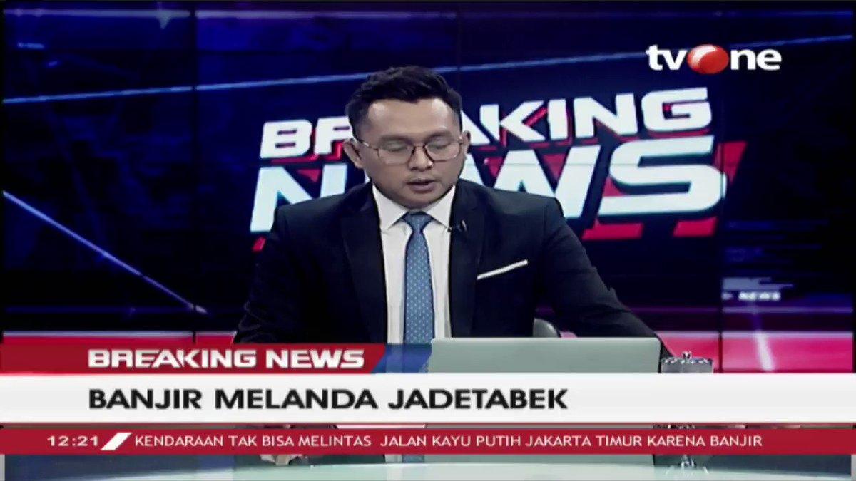BREAKING NEWS: Akibat banjir, sejumlah aliran listrik di daerah DKI Jakarta dipadamkan oleh PLN untuk mengamankan kondisi pascabanjir ini. #BreakingNewstvOne #tvOneNews #BanjirJakarta #JakartaBanjir #JadetabekBanjir #BanjirJadetabek #PLN