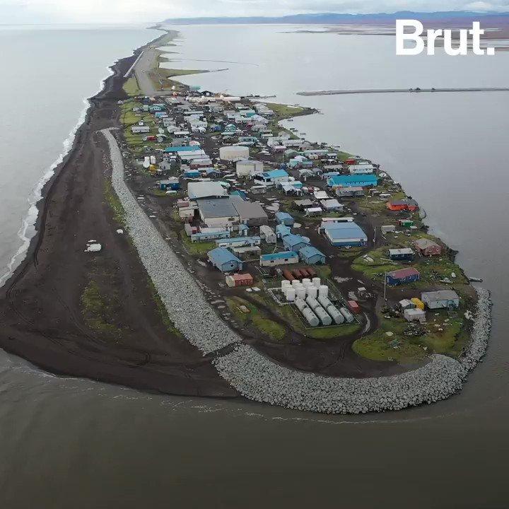 En Alaska, lérosion dévore les terres du petit village de Kivalina. Tempêtes, manque de nourriture... Comment vont survivre ses habitants alors que leur terre disparaît ?