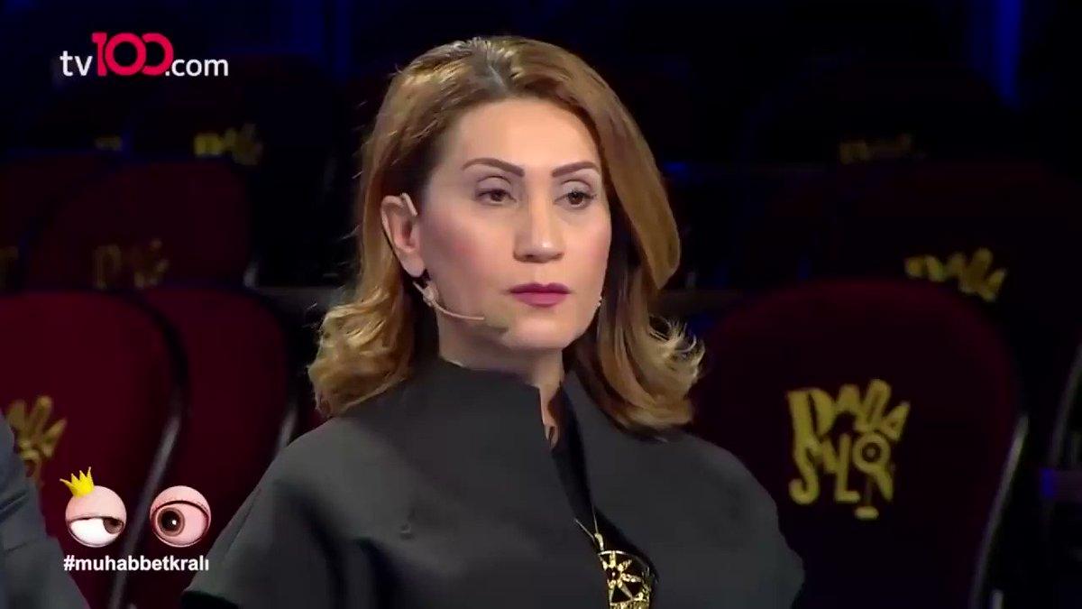 'Çırpınırdı Karadeniz' şarkısıyla tanınan Azerbeycanlı şarkıcı Azerin'in bu sözleri çok konuşuldu: 'Bir ağacın dallarını düşünün; bu dallarda Kazak, Kırgız, Özbek, Azerbaycan ve Türkmen... Dünya siyaseti bizi birbirimizden ayırmış. Biz Türküz, dilimiz de Türk' (Video 4dakika!!)