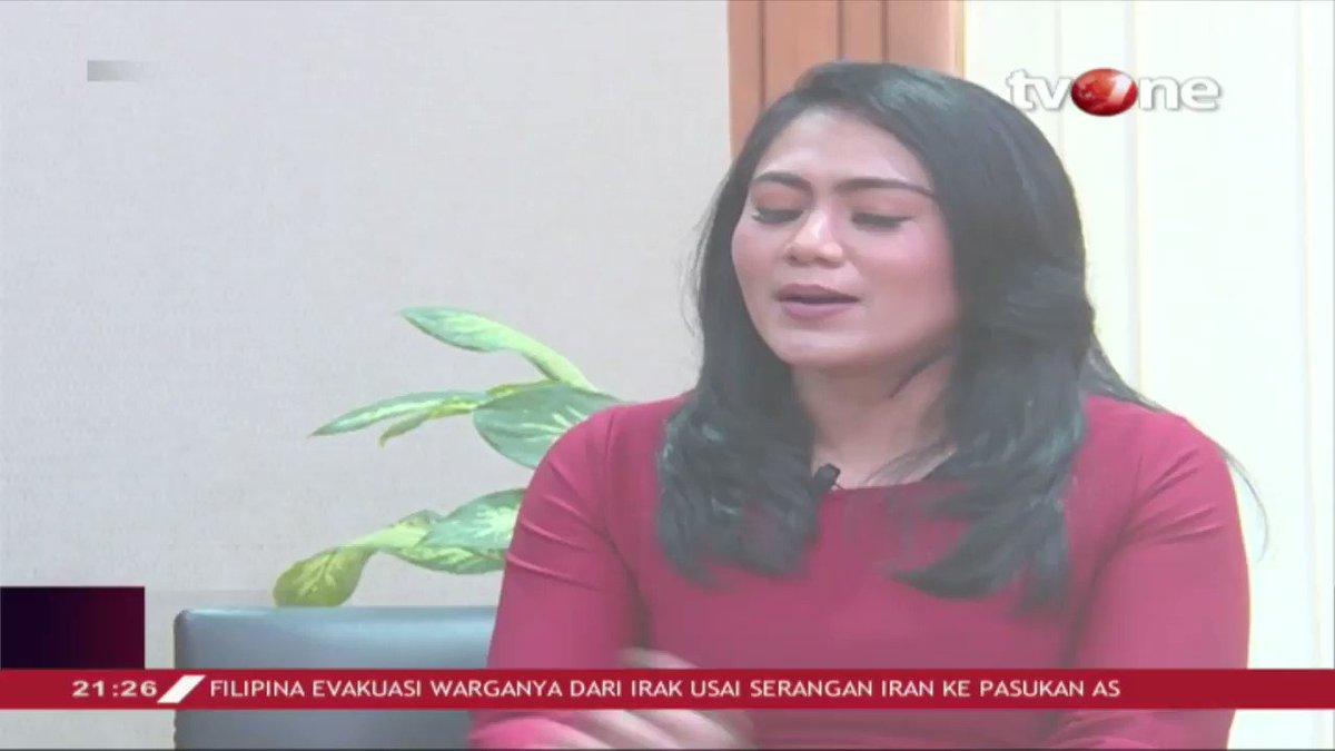 Airlangga Hartarto angkat bicara soal daya beli masyarakat: Pertumbuhan membutuhkan keseimbangan anggaran, resiko - resiko itu tentu kita lihat dan stimulus ke market terus kita laksanakan. Full videonya hanya di tvOne connect. #tvOneNews #RepostNews #IBFtvOne #EkonomiIndonesia