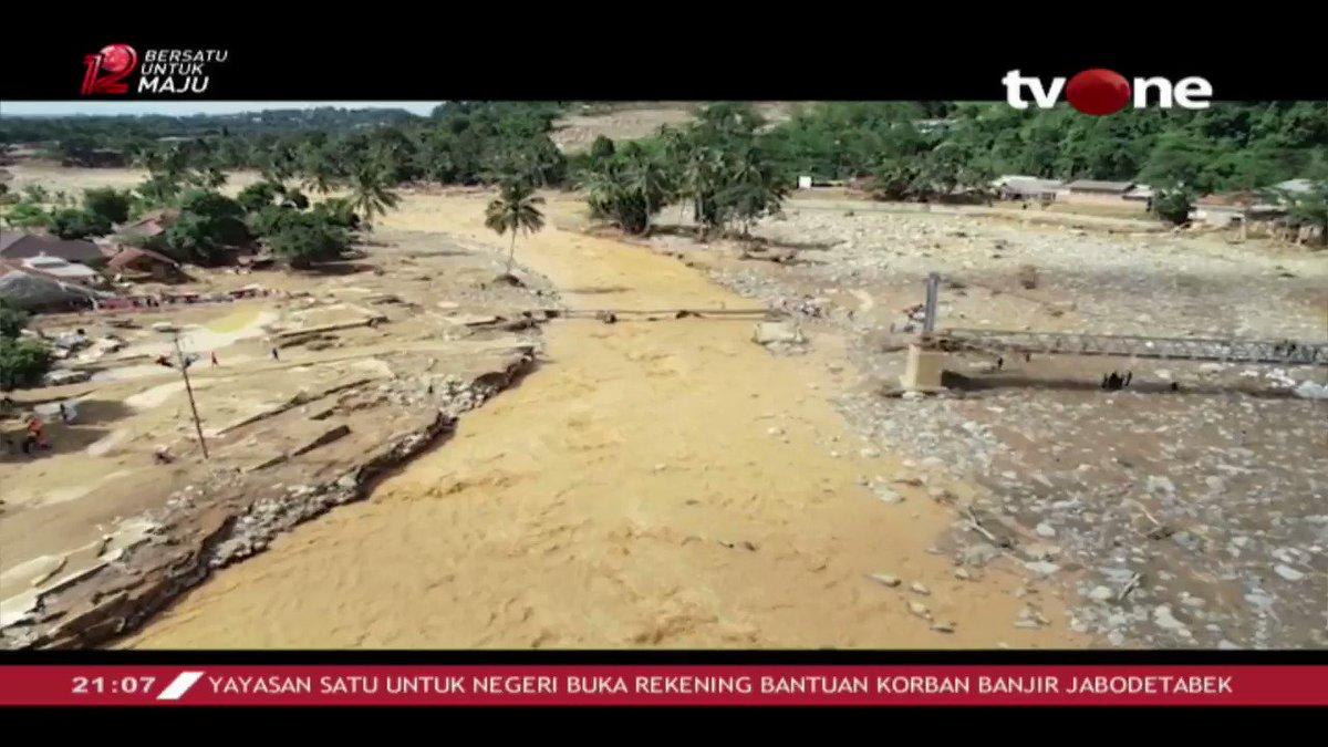 Penuturan dari salah seorang korban banjir bandang Banten yang rumahnya habis dilahap banjir. Saksikan full videonya di tvOne connetc #tvOneNews #RepostNews #FaktatvOne