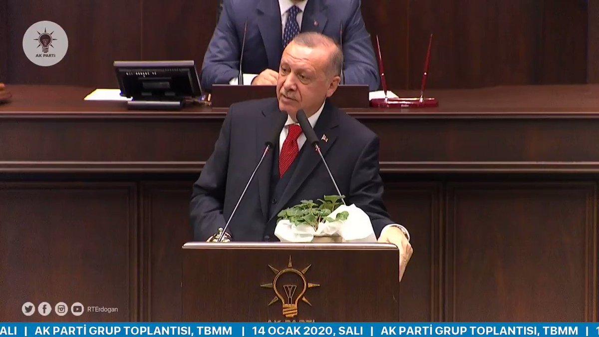 """Kanal İstanbul tartışması, ülkemizde icraat yapanlarla tek misyonu yapılanları engellemek olanlar arasındaki farkı bir kez daha göstermiştir. Şimdi Kanal İstanbul'un ne olduğunu bir kez daha anlatalım ki, sonra """"duymadık, bilmiyorduk, haberimiz yoktu"""" demesinler."""
