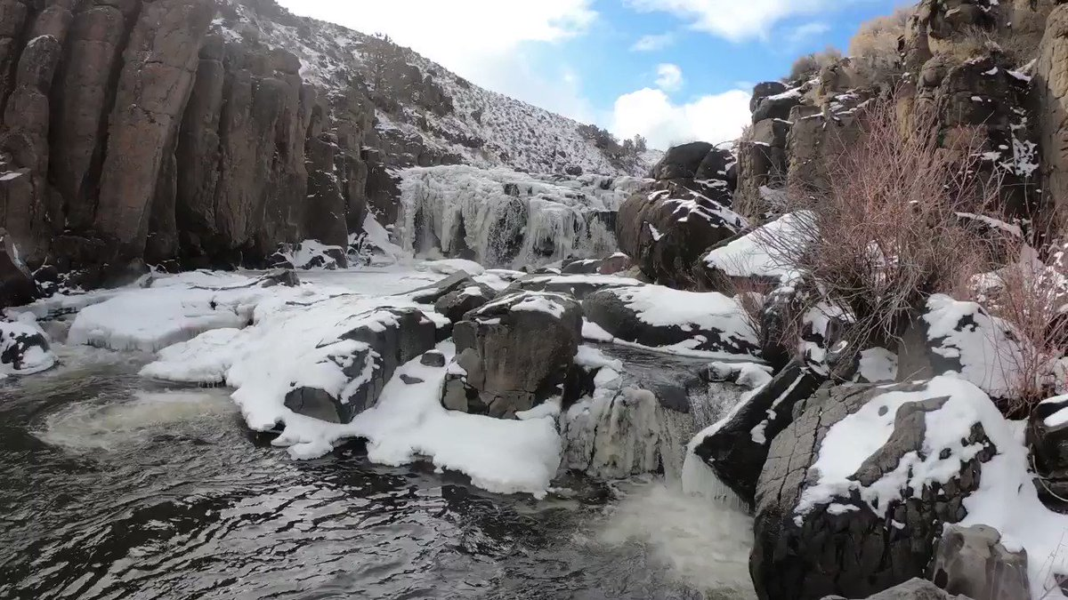 Ice, snow, rain and sunshine – the full southern Oregon winter experience at Deep Creek Falls! BLM video: Lisa McNee  #orwx #PNW