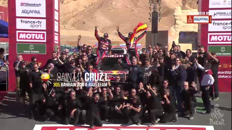 .@CSainz_oficial is up on the podium as the first winner of the Dakar's Third Chapter 🏅  #Dakar2020