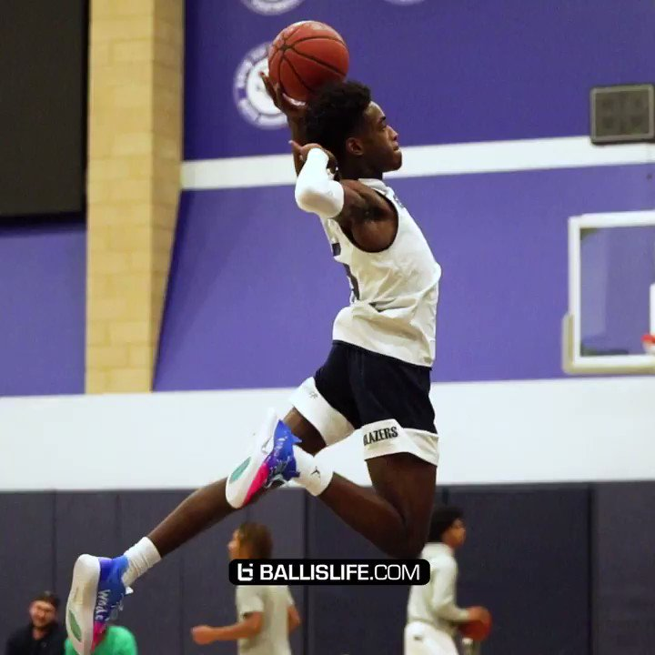 Zaire Wade's bounce is starting to look scary.. Head was near the rim on that first one.