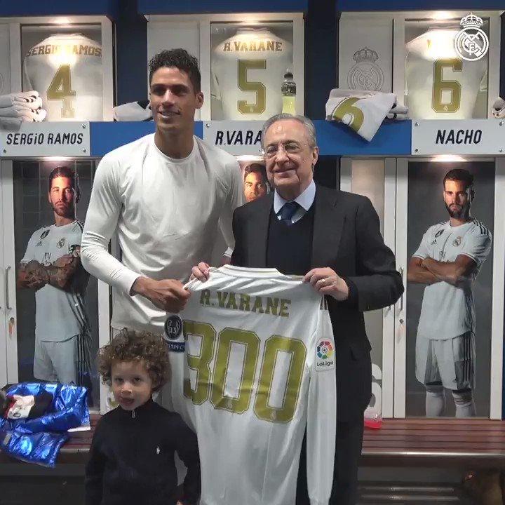 🇫🇷🔝 300 partidos como madridista... ¡GRANDE @raphaelvarane! 👏👏 #HalaMadrid
