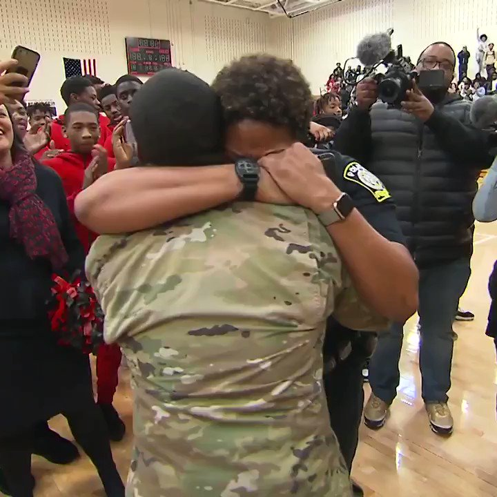 Image for the Tweet beginning: Watch this soldier surprise his