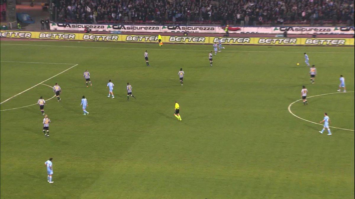 Un triunfo con garra charrúa 🇺🇾💪  El Hat Trick de @ECavaniOfficial a la Juventus. ⚽️⚽️⚽️  #ForzaNapoliSempre 💙 https://t.co/B4ck9bpqt2