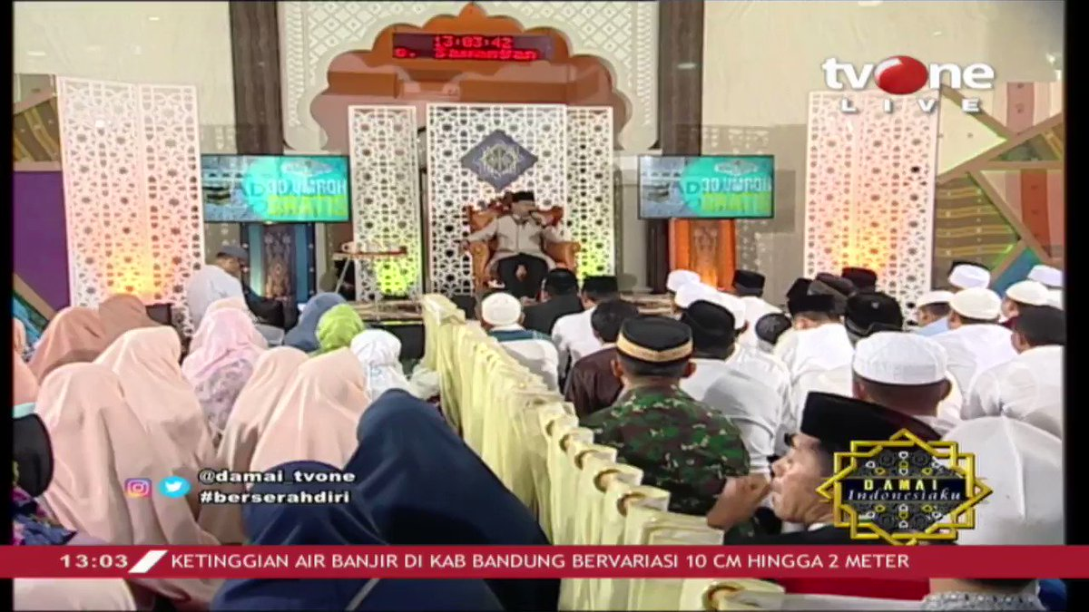 KH. Jujun Junaedi: Orang yang berserah diri kepada Allah SWT, hasilnya akan indah. Kunci berserah diri yang pertama adalah iman, percaya. Simak ceramahnya dalam Damai Indonesiaku di tvOne connect. #tvOneNews #DamaiIndonesiakutvOne #tawakal #ceramah