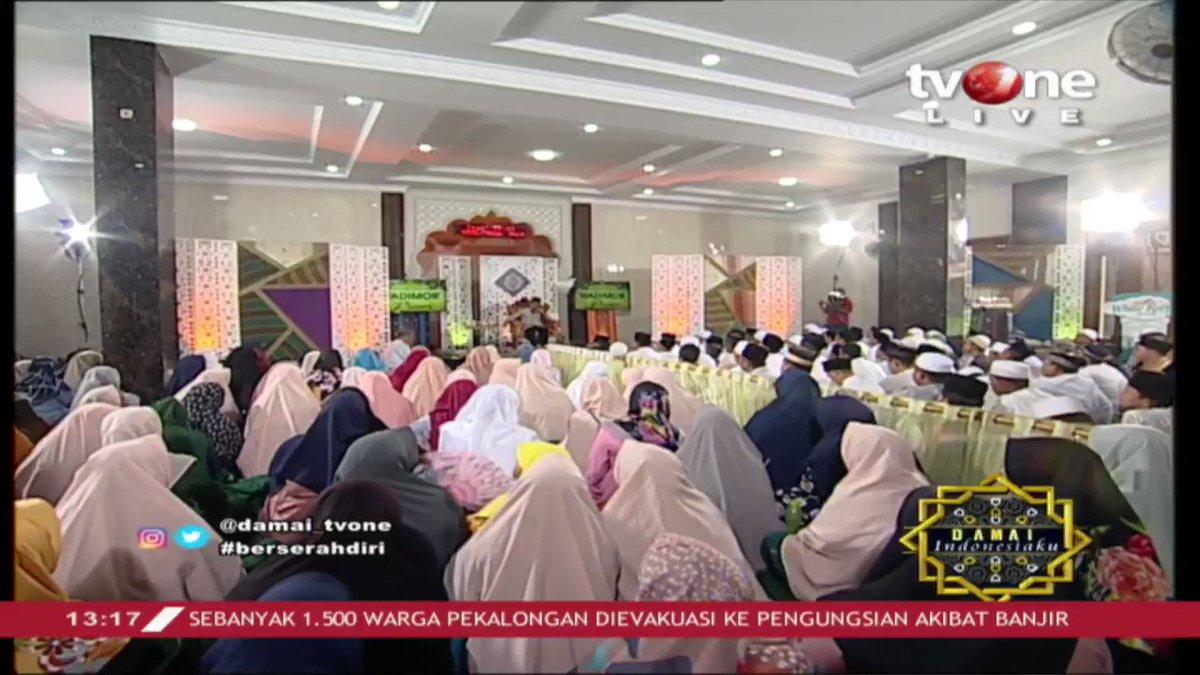 KH. Jujun Junaedi: Ciri indikator orang yang berserah diri kepada Allah adalah percaya diri dan bersyukur. Simak ceramahnya dalam Damai Indonesiaku di tvOne connect. #tvOneNews #DamaiIndonesiakutvOne #tawakal #ceramah