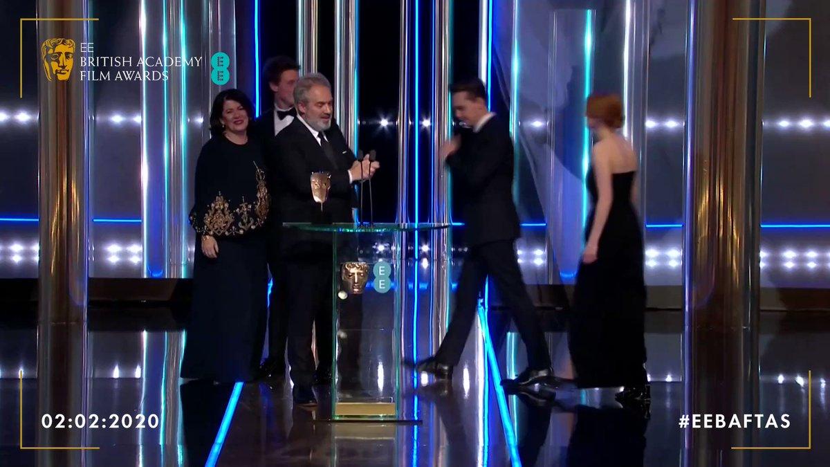 The team behind @1917FilmUK accept the award for Best Film 🎬🏆 #EEBAFTAs #BAFTAs