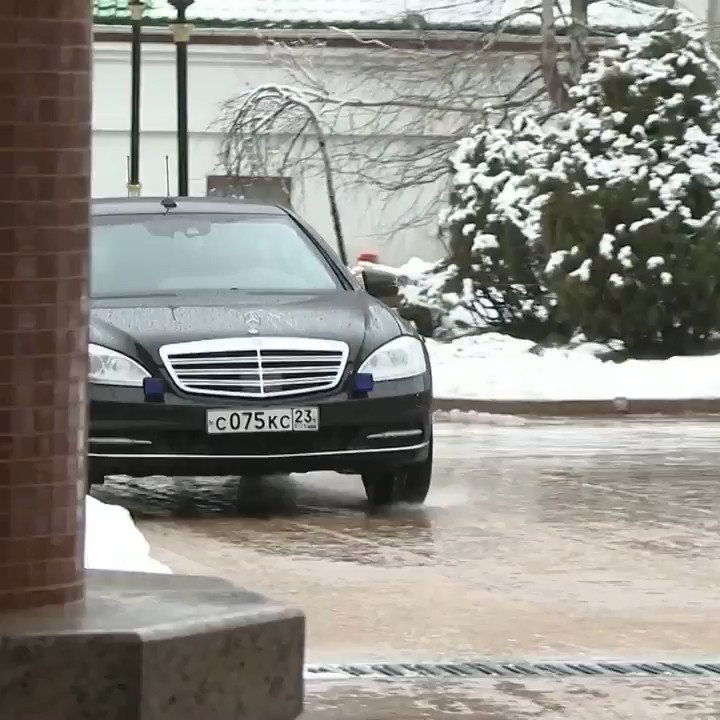 #Putin welcomes #Lukashenko for bilateral talks in snowy #Sochi pic.twitter.com/3523C4bBXd
