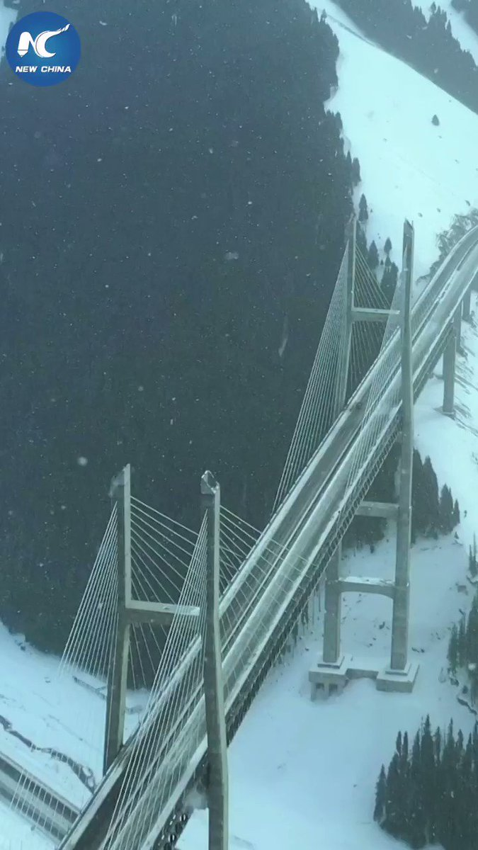 Drone footage of Guozigou Bridge in Xinjiang after snowfall