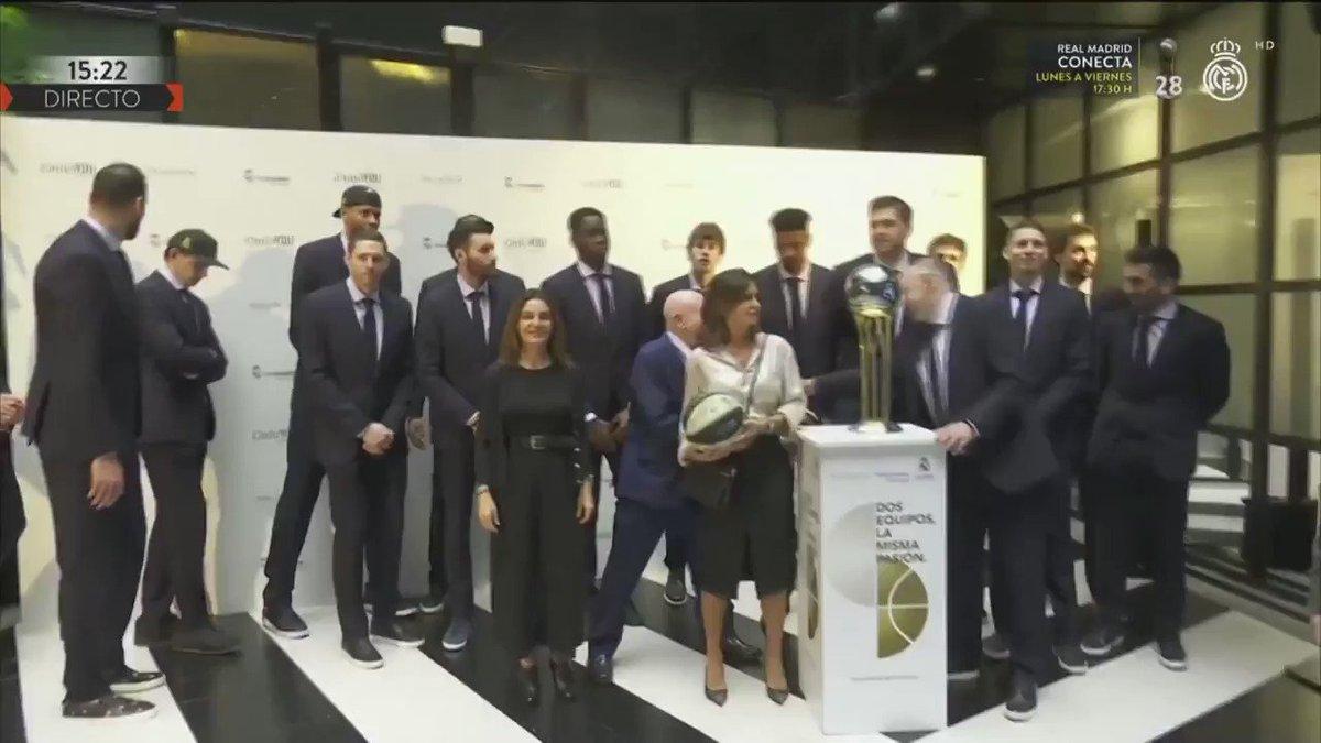🏆🏠 ¡Los campeones han visitado a @PalladiumHG para celebrar el título de Copa del Rey! #MVPalladium | #CAMPEONES28