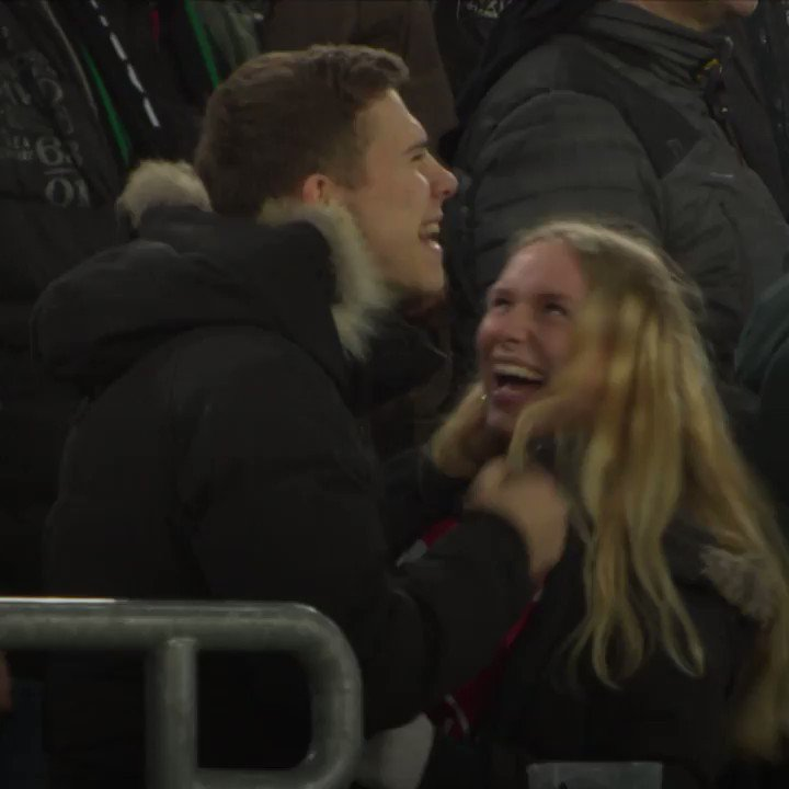 There's hardly any love between Fortuna Düsseldorf and Borussia Mönchengladbach fans....   ...or is there? 😍