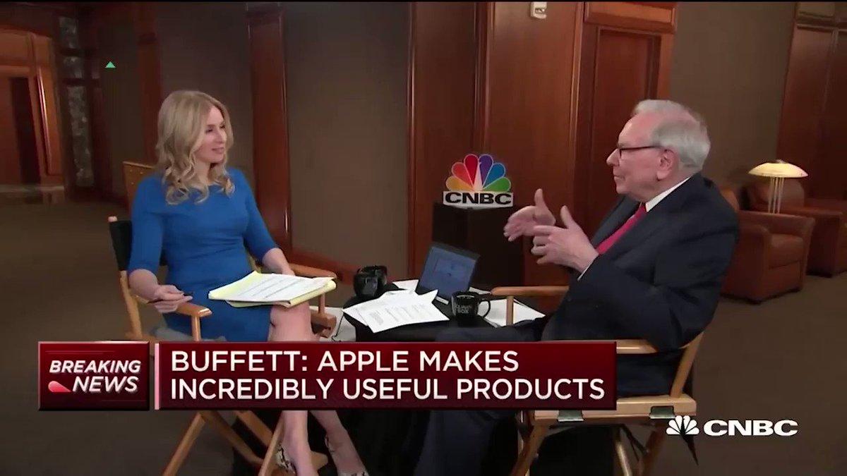 Warren Buffett finally traded in his flip phone for an iPhone