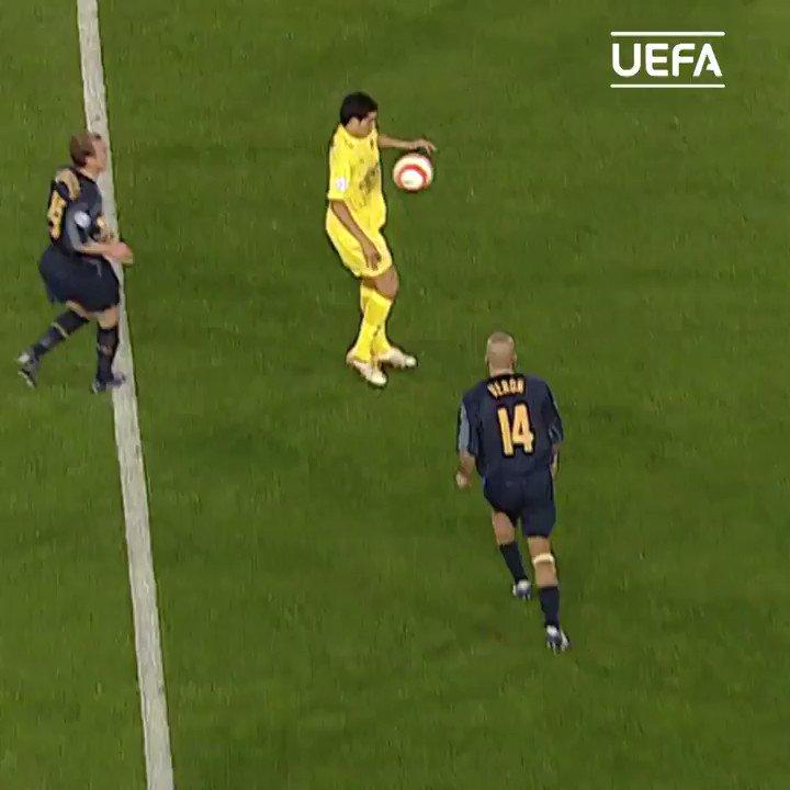 🇦🇷 Juan Román Riquelme back in the day 🔥  #UCL | @VillarrealCF https://t.co/0u3fjZ1bBc