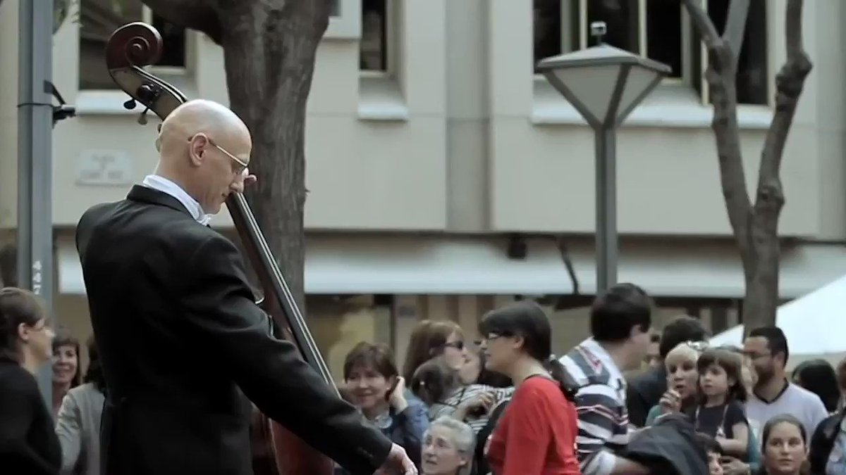 Treat yourself to this breathtaking Beethoven 'Ode to Joy' flashmob. Hang in there 🔊