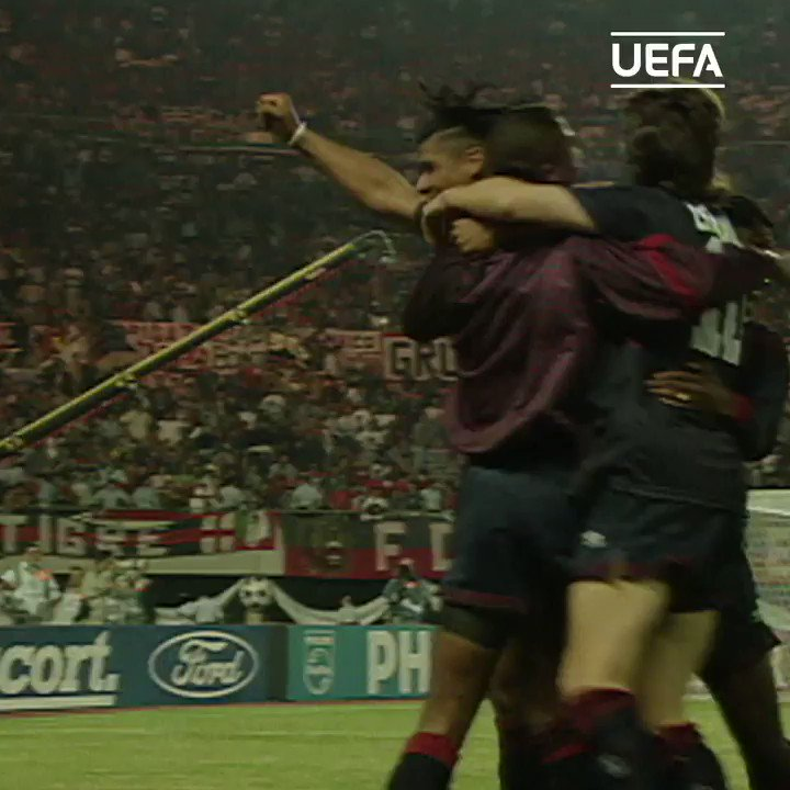 Ajax celebrate winning the Champions League, 1995. https://t.co/JaN17AOTob