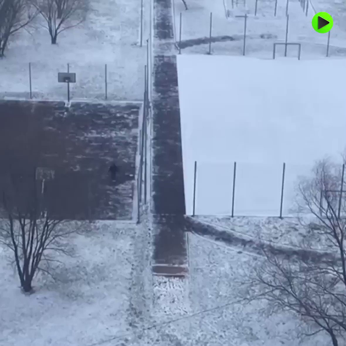 Spring was just here, what happened with #Moscow?!!! pic.twitter.com/zeJoUFdR9H