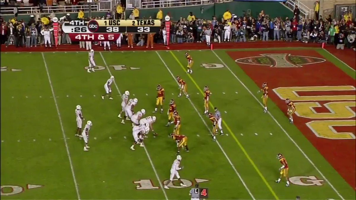 """""""Vince Young Scores!""""  An absolute iconic moment for @VinceYoung10 & the Longhorns 🤘 #HookEm   (via @TexasFootball)"""