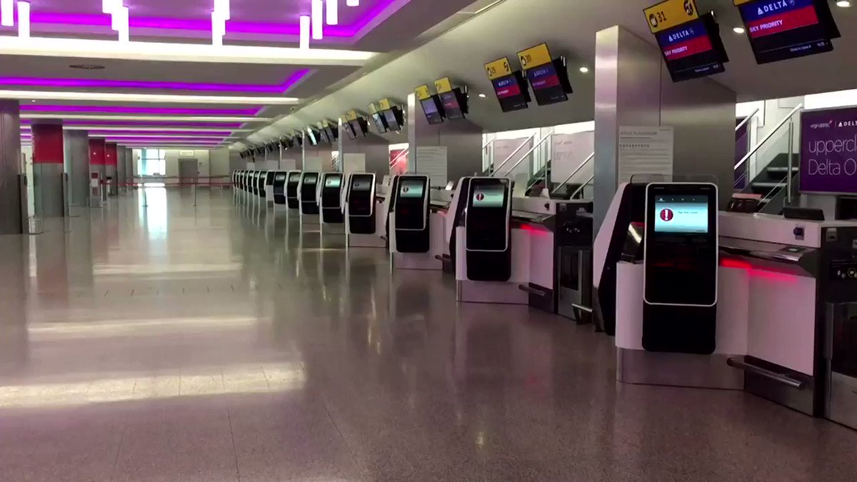 Image for the Tweet beginning: London's Heathrow Airport looked deserted