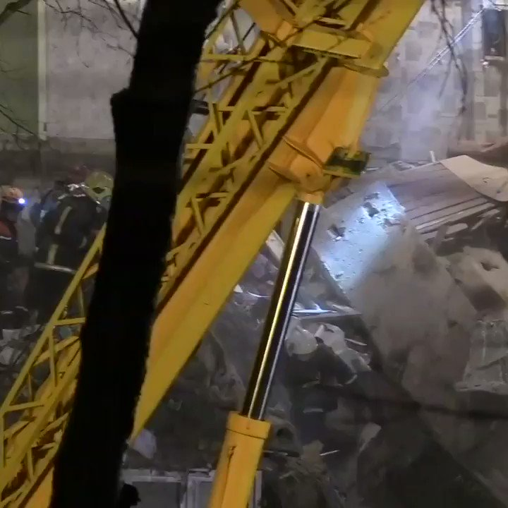 See how rescuers save cat after gas explosion in Orekhovo-Zuevo #Russia pic.twitter.com/cGLmVI5ec6