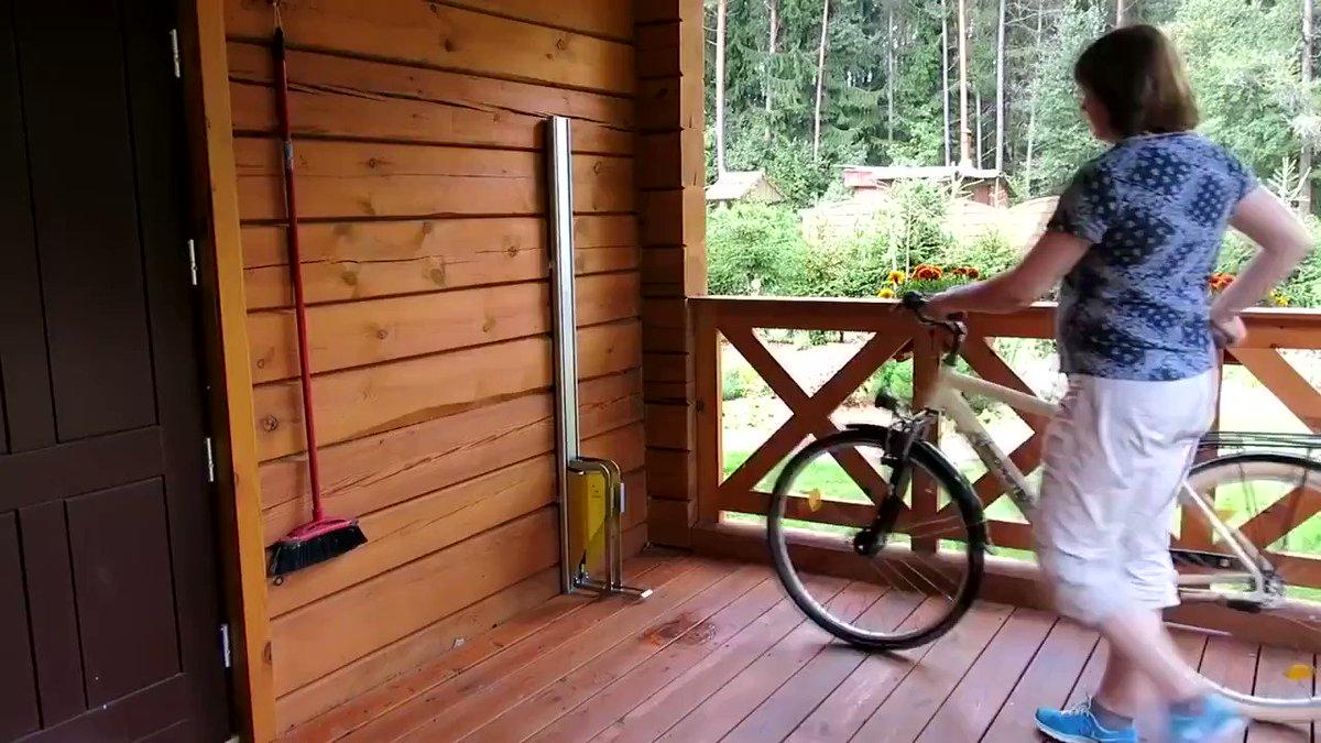 Image for the Tweet beginning: Easy Vertical Bike Parking (Via