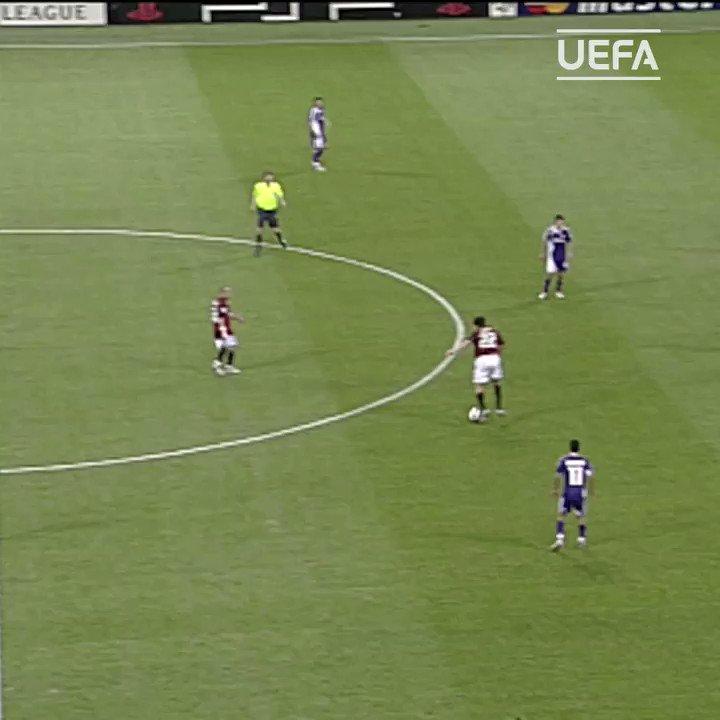 🔴⚫ Que saudade do Kaká e desse timaço do Milan! 🔥