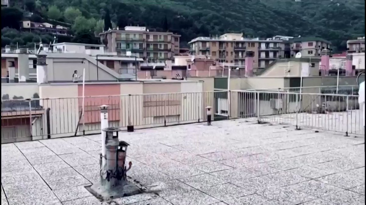 Rally on rooftops: Two girls in the Italian town of Liguria play tennis while staying at home https://t.co/LeHLUq72Im https://t.co/srPiAZvhlf