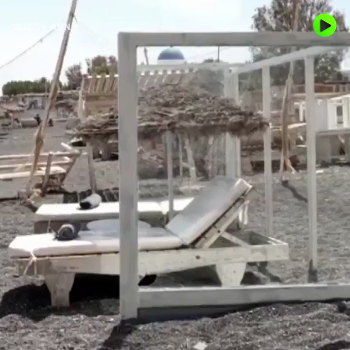Greek beaches are coping with #COVID19 challenges! #Santorini pic.twitter.com/t3oRUR4B3P