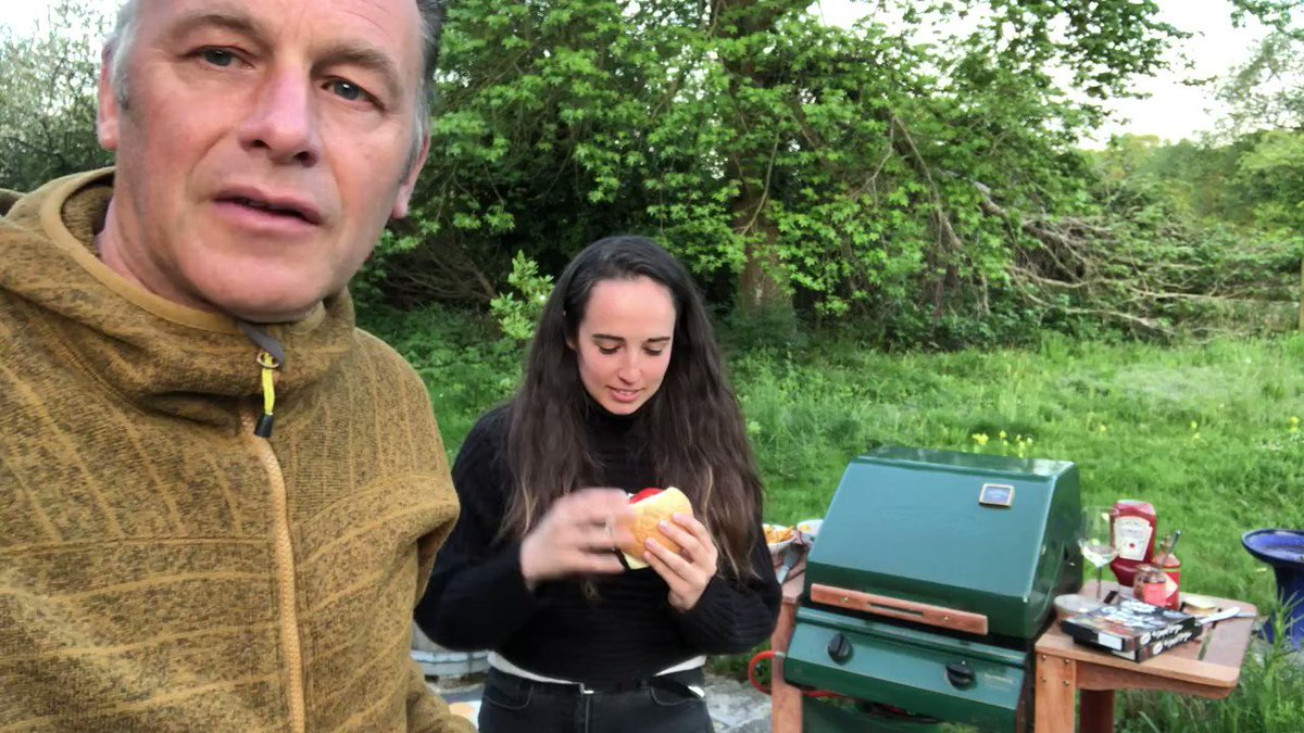 Thanks @ChrisGPackham for getting involved in #NationalVegetarianWeek 2020 - glad you liked the #veggie burger. Thanks a million. #NationalVegetarianWeek #vegan #vegetarian @eat_oumph
