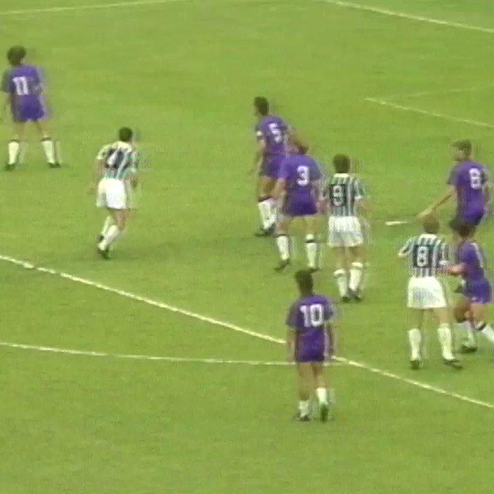 Colpo di testa imprendibile di Renato Buso! 💪⚽  Chi se lo ricorda? 🔙 #GoalOfTheDay https://t.co/Mhj6LE9Cb1
