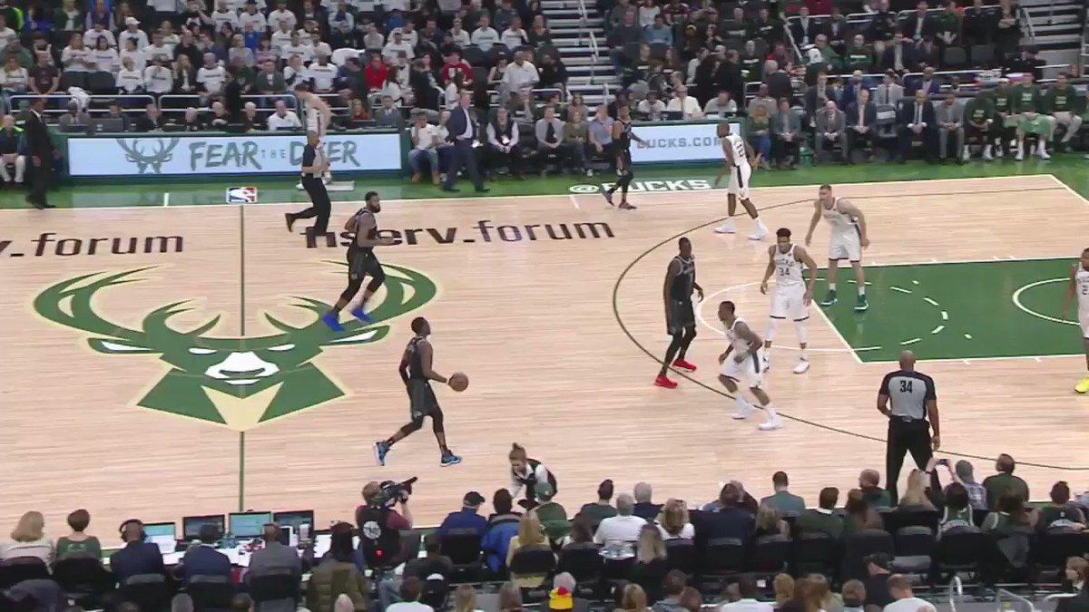 Giannis'in Bu Smacında Havada 4 Metreden Fazla Yol Katettiğini Biliyor Muydunuz? 🤯 #NBABreakdown  İşte @Giannis_An34'nun muhteşen smacının incelemesi! #BestOfNBA https://t.co/yFQ9UZ0P1i