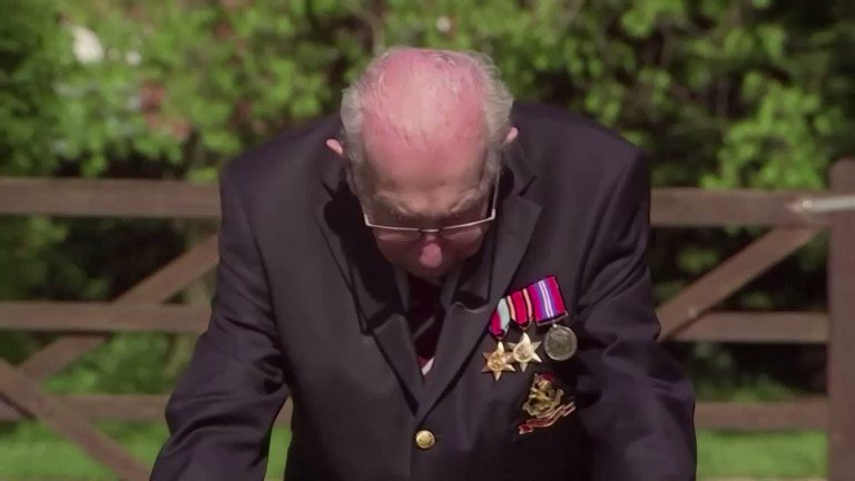 Image for the Tweet beginning: 100-year-old British veteran Tom Moore