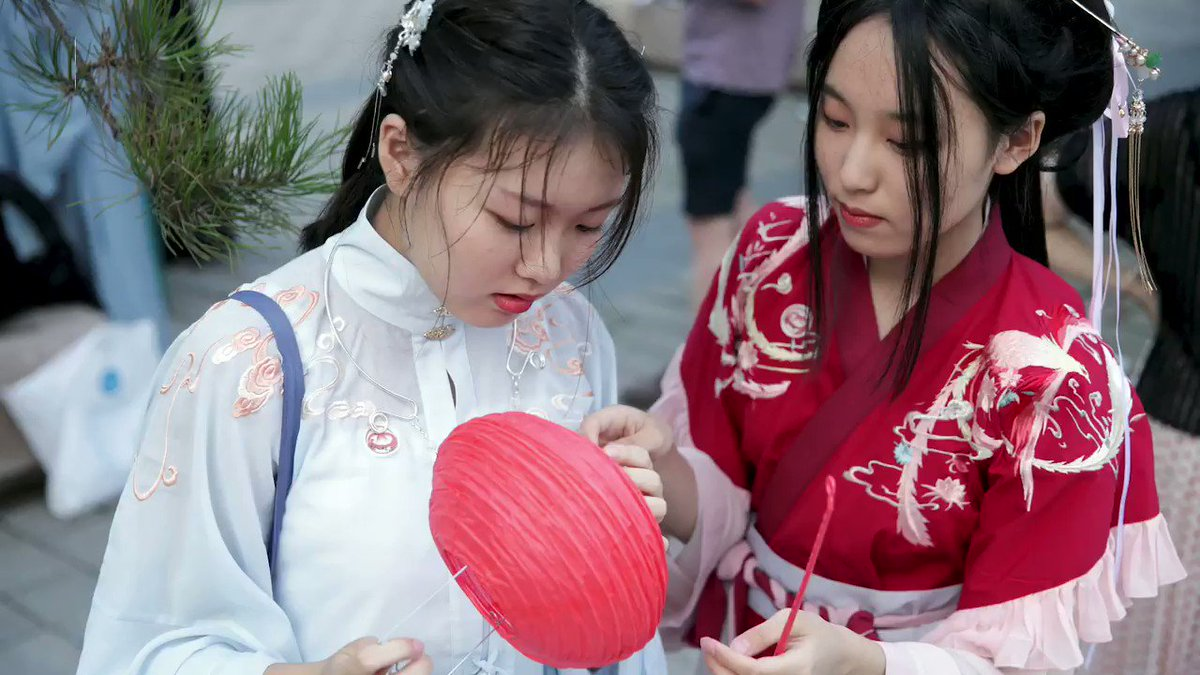 Image for the Tweet beginning: The Hanfu movement continues to