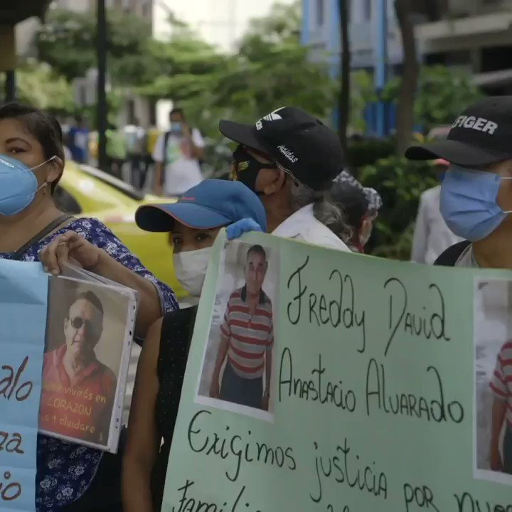 Grieving families protested on Wednesday outside the prosecutor's office in #Guayaquil to demand justice over the missing bodies from their relatives who passed away after allegedly contracting #COVID-19. #Ecuador pic.twitter.com/d0o0XBiUrL